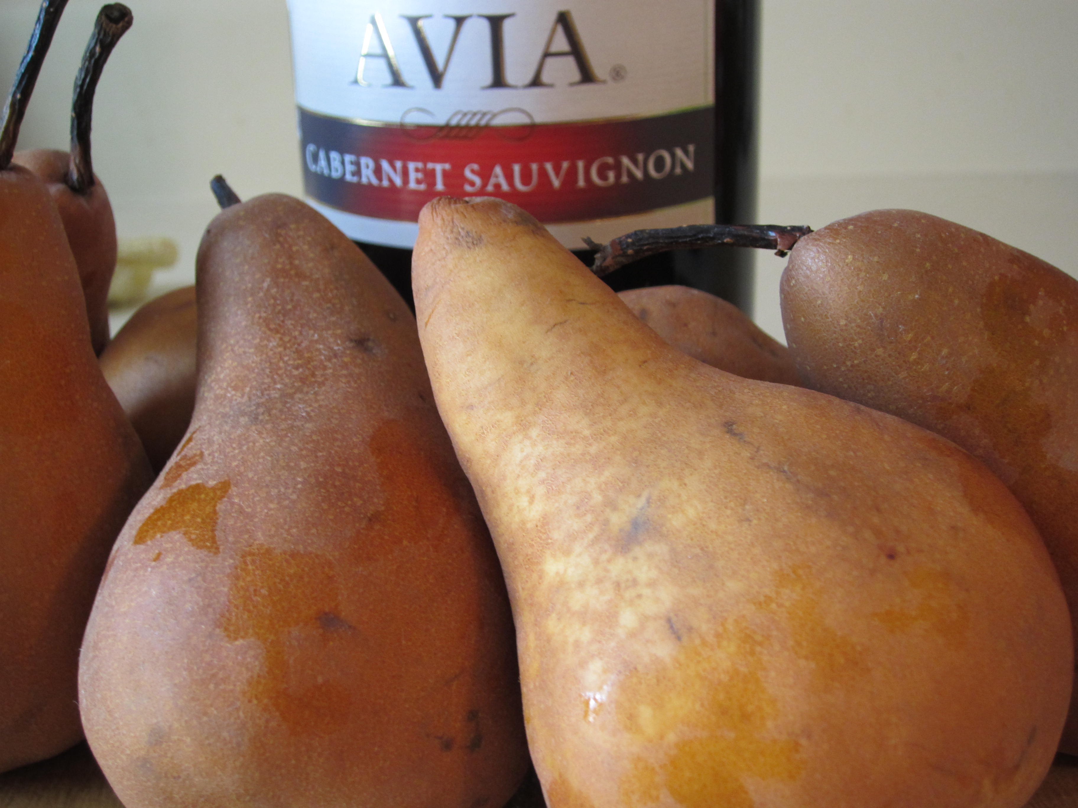 Preparing wine from pears at home